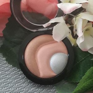 MAC Mineralized Skinfinish Otherearthly